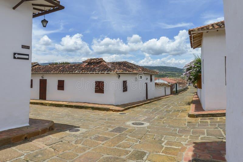 Rua colonial típica em Barichara, Colômbia fotografia de stock royalty free