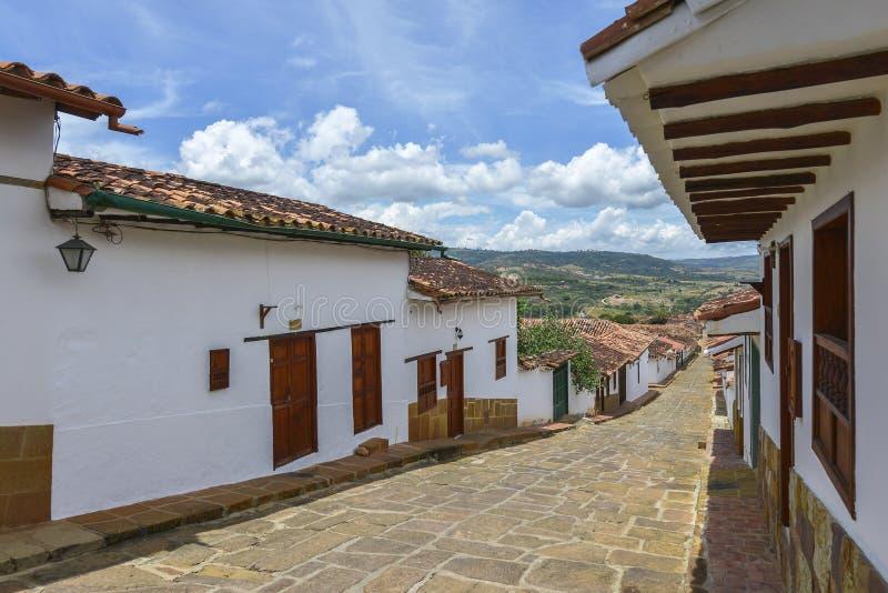 Rua colonial típica em Barichara, Colômbia foto de stock