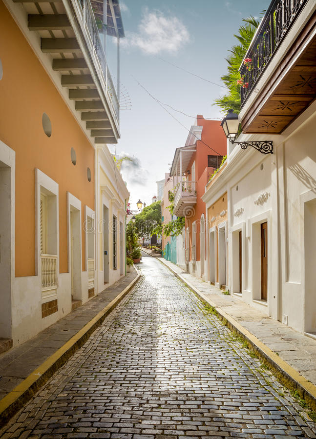 Rua colorida em San Juan velho, Porto Rico imagens de stock royalty free