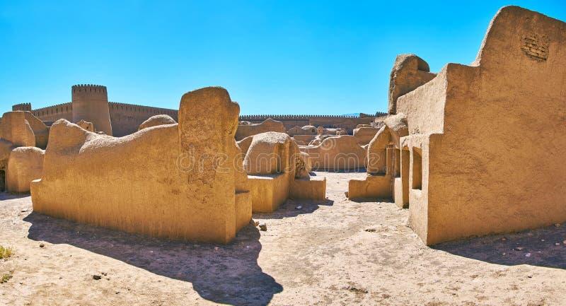 Rua com construções da argila, Rayen, Irã imagem de stock