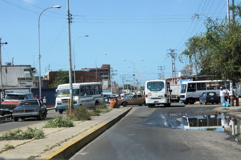 Rua completamente do tráfego na cidade de Cumana imagem de stock