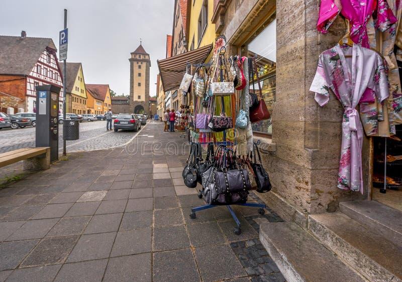 A rua compra no der Tauber do ob de Rothenburg imagens de stock