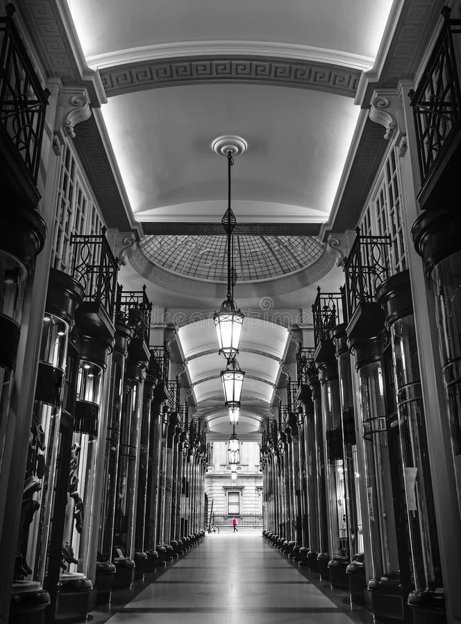 Rua da arcada da compra do vintage, Londres, Inglaterra, Reino Unido foto de stock