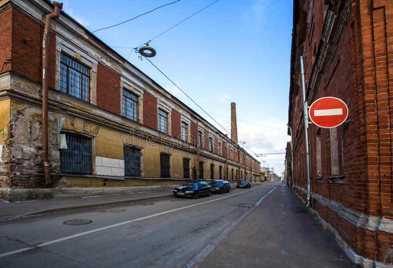 Rua da cidade com construção de desintegração fotos de stock royalty free