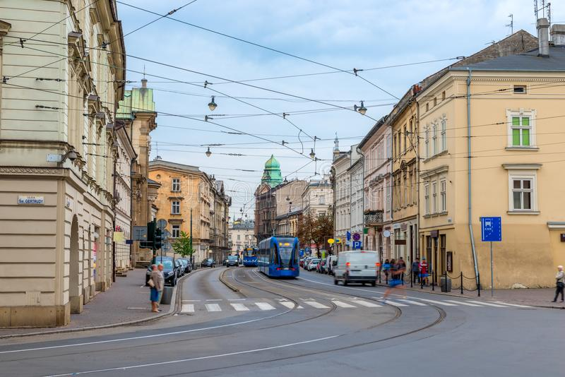 A rua da cidade de Krakow, transporta o transporte público fotografia de stock royalty free