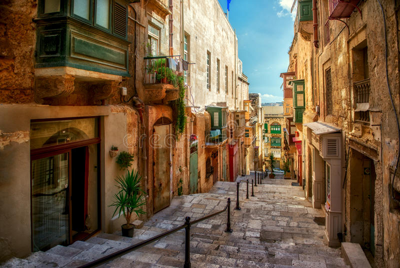 Rua da cidade de Valletta fotografia de stock royalty free
