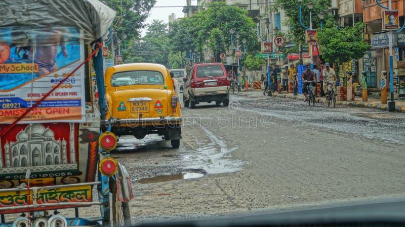 A rua da cidade desperta foto de stock royalty free