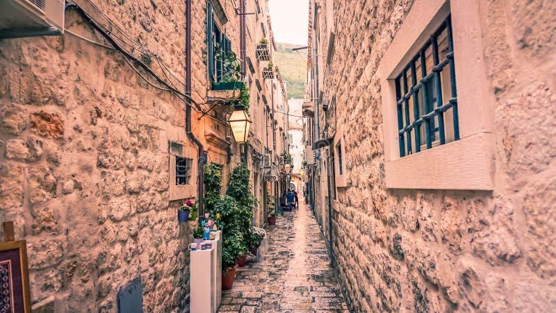 Rua da cidade velha, Budva, Montenegro fotografia de stock