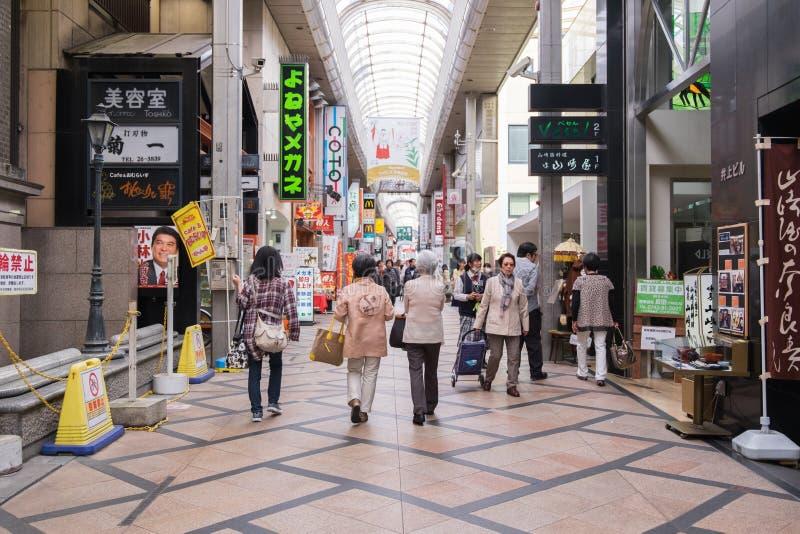 Rua da compra de Sanjo Dori em Nara, Japão foto de stock royalty free