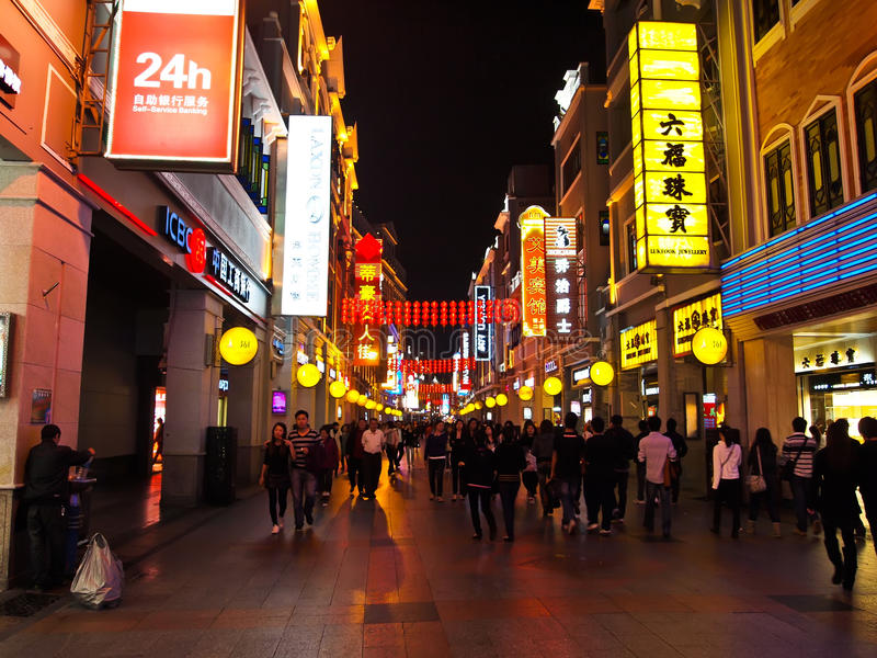Rua da compra de Shang Xia Jiu lu, Guangzhou imagens de stock royalty free