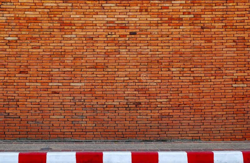 Rua da parede e da estrada fotografia de stock royalty free