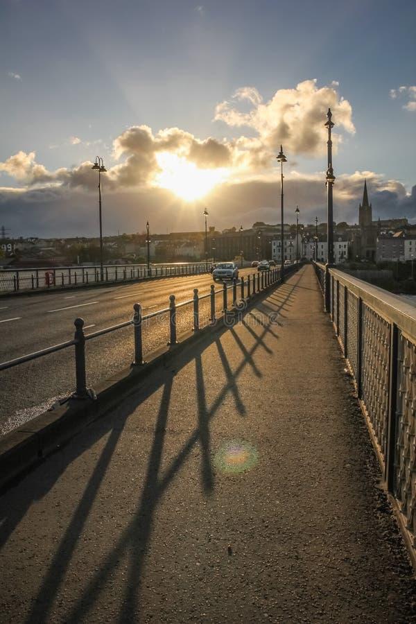 Rua da ponte Derry Londonderry Irlanda do Norte Reino Unido imagem de stock