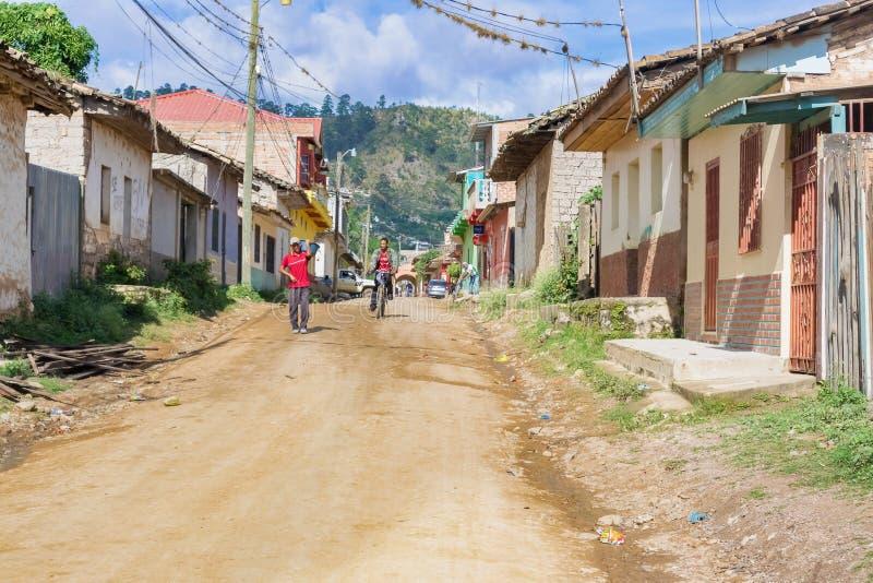 Rua da sujeira na municipalidade de Talanga nas Honduras foto de stock royalty free