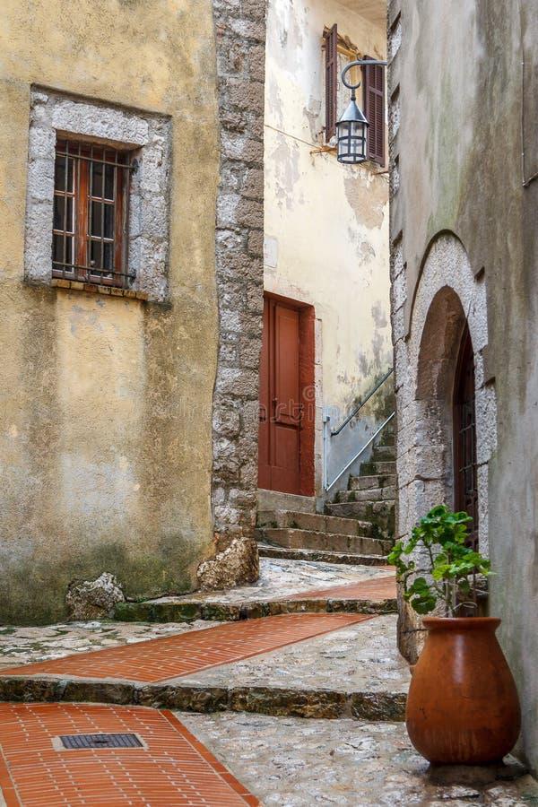 Rua da vila de Turbie do La, Provence fotografia de stock