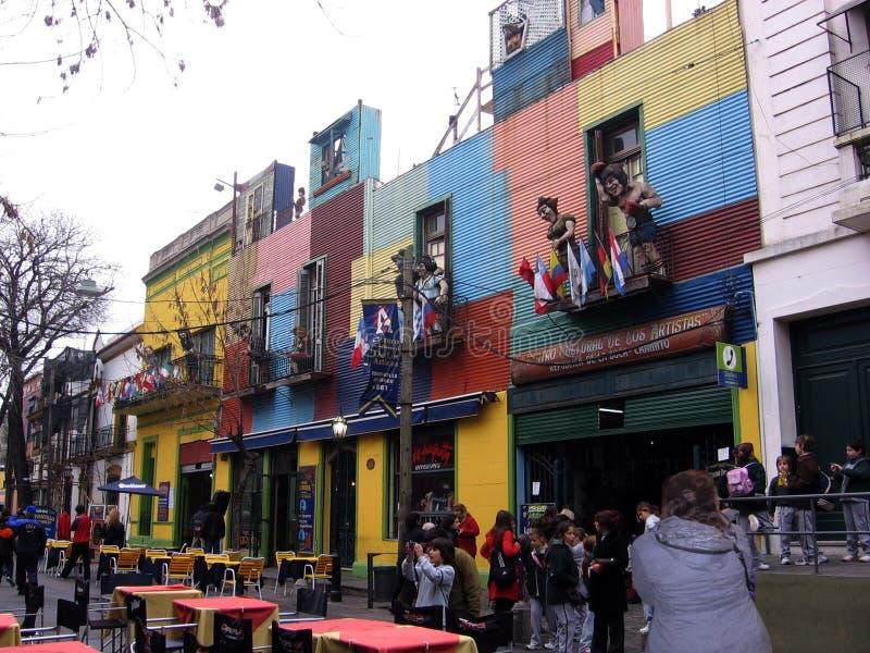Rua da vizinhança pitoresca do La Boca Buenos Aires Argentina Cuna del Tango fotografia de stock