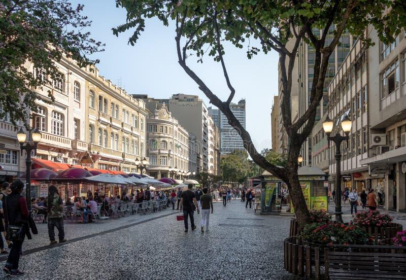 Rua das Flores och Palacio Avenida - Curitiba, Parana, Brasilien royaltyfria foton