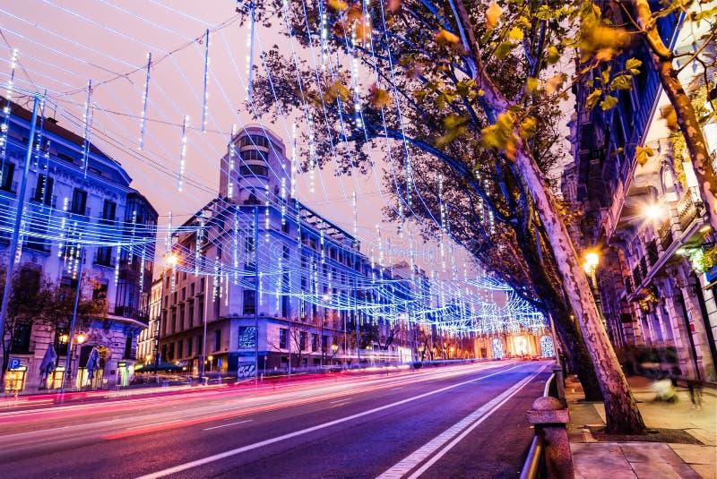 Rua de Alcala no Madri iluminado no Natal imagem de stock royalty free