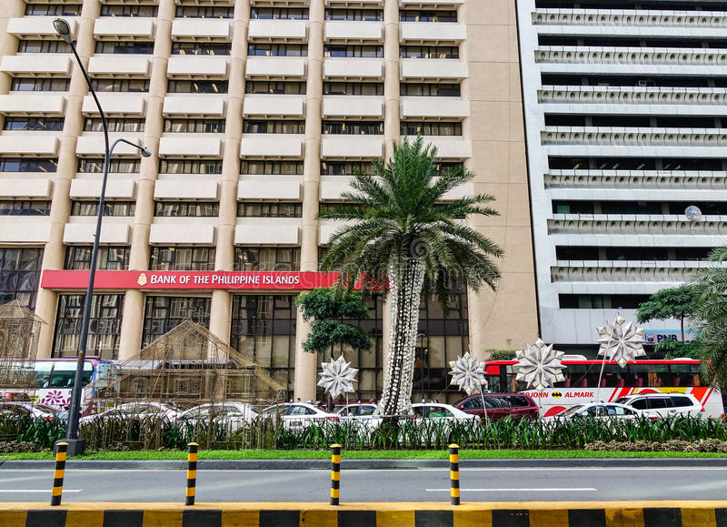 Rua de Ayala com muitos prédios de escritórios em Manila, Filipinas foto de stock