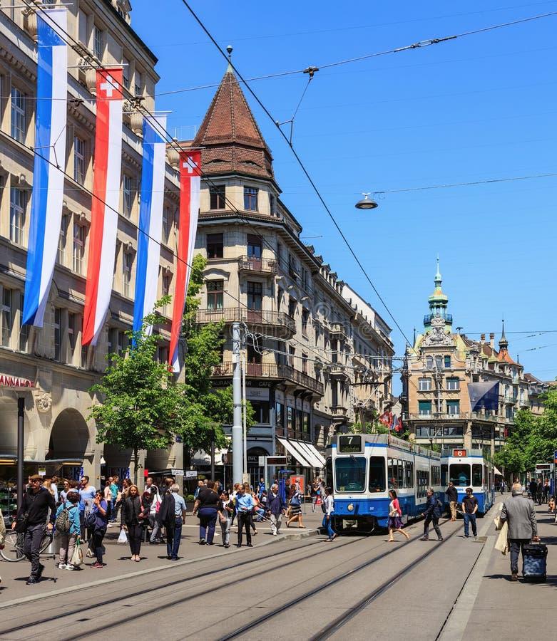 Rua de Bahnhofstrasse em Zurique, Suíça imagens de stock royalty free