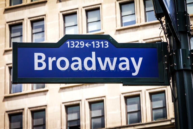 A rua de Broadway assina dentro Manhattan, New York City foto de stock