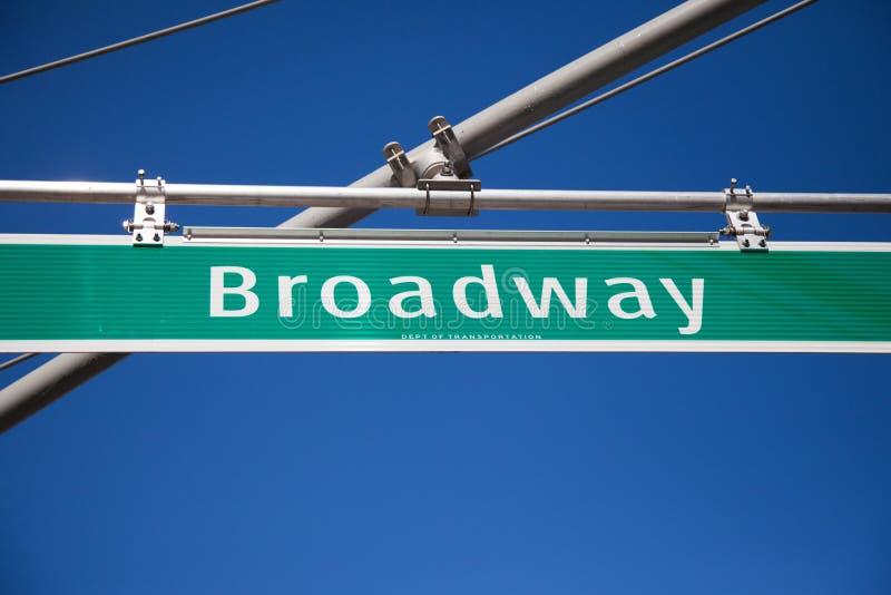 A rua de Broadway assina dentro New York foto de stock