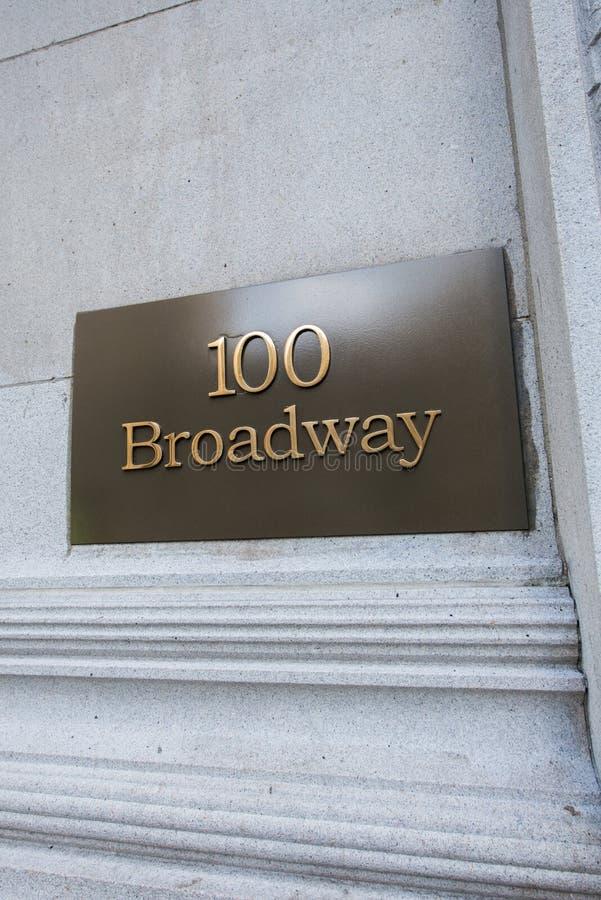 A rua de Broadway assina dentro New York fotos de stock royalty free