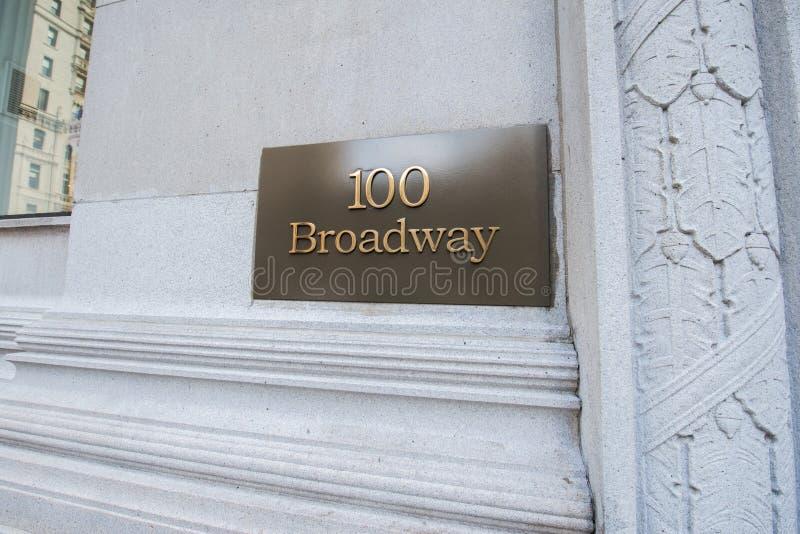 A rua de broadway assina dentro New York imagem de stock royalty free