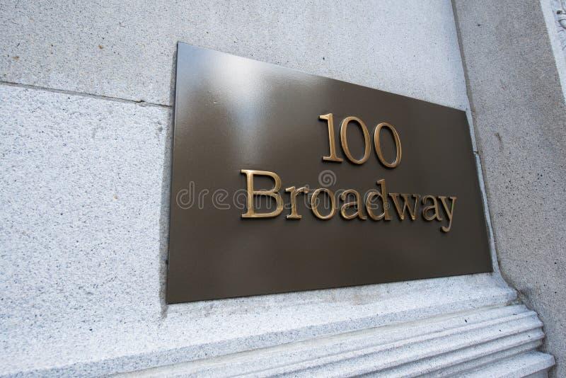 A rua de broadway assina dentro New York imagem de stock