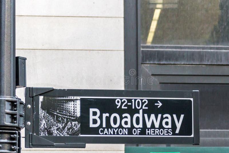 A rua de Broadway assina dentro New York City EUA imagem de stock royalty free