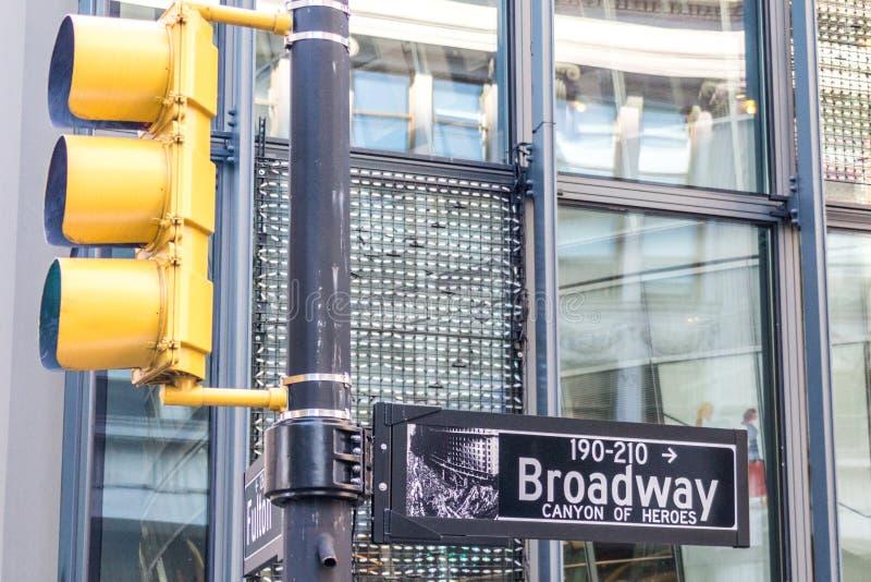 A rua de Broadway assina dentro New York City EUA fotos de stock