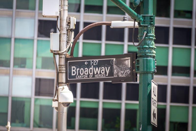 A rua de Broadway assina dentro New York City EUA foto de stock