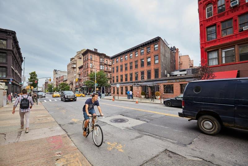 Rua de Broadway em Williamsburg, uma de cidades de Brooklyn imagens de stock royalty free