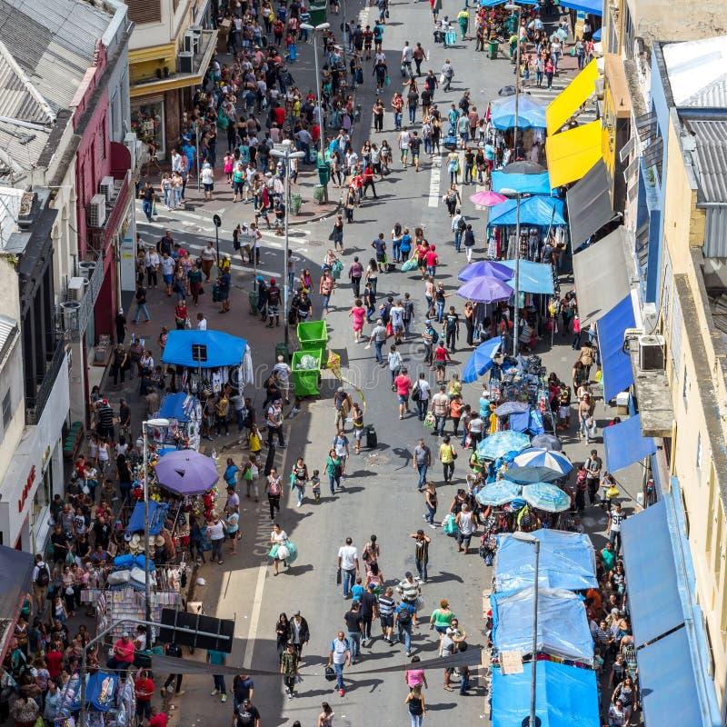 rua de 25 de Marco, em Sao Paulo imagens de stock