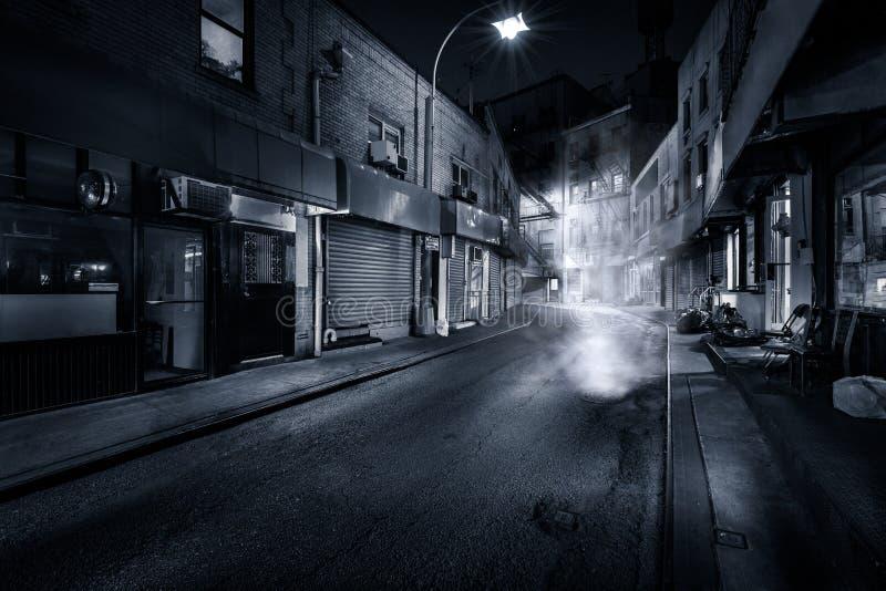 Rua de Doyers na noite imagens de stock