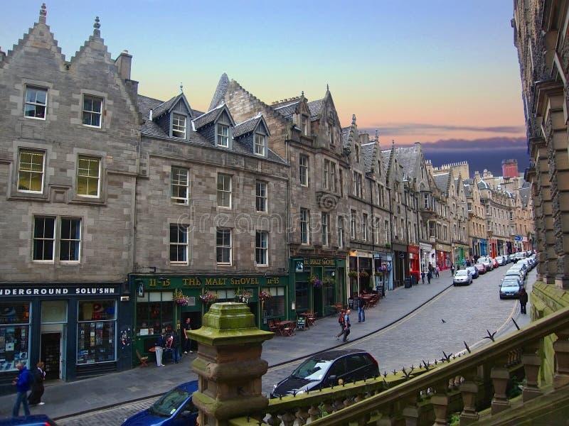 Rua de enrolamento de Cockburn em Edimburgo, Escócia fotos de stock