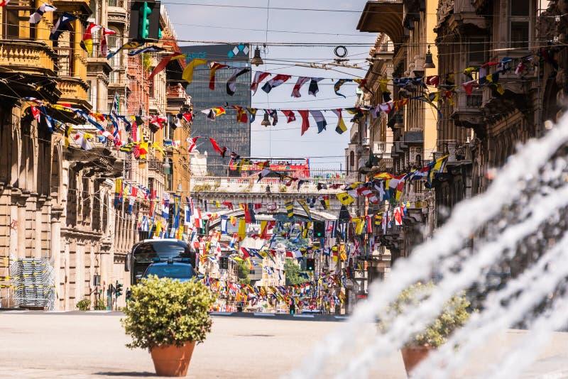 Rua de Genoa através XX de Settembre perto da praça Raffaele de Ferrari em Genoa, região Liguria, Itália imagem de stock royalty free