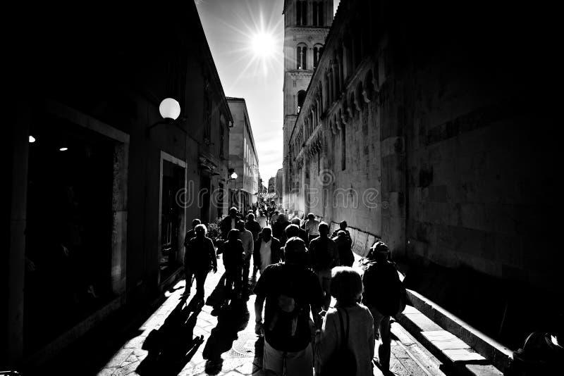 Download Rua De Kalelarga De Zadar Preto E Branco Imagem Editorial - Imagem de edifício, exterior: 80101995