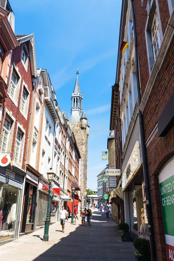 Rua de Kramerstrasse perto da câmara municipal de Aix-la-Chapelle foto de stock royalty free