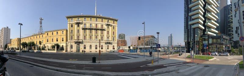 Rua de Melchiorre Gioia, vista geral, Milão, Itália Protetor de casernas da finança Comando regional de Lombardy fotos de stock royalty free