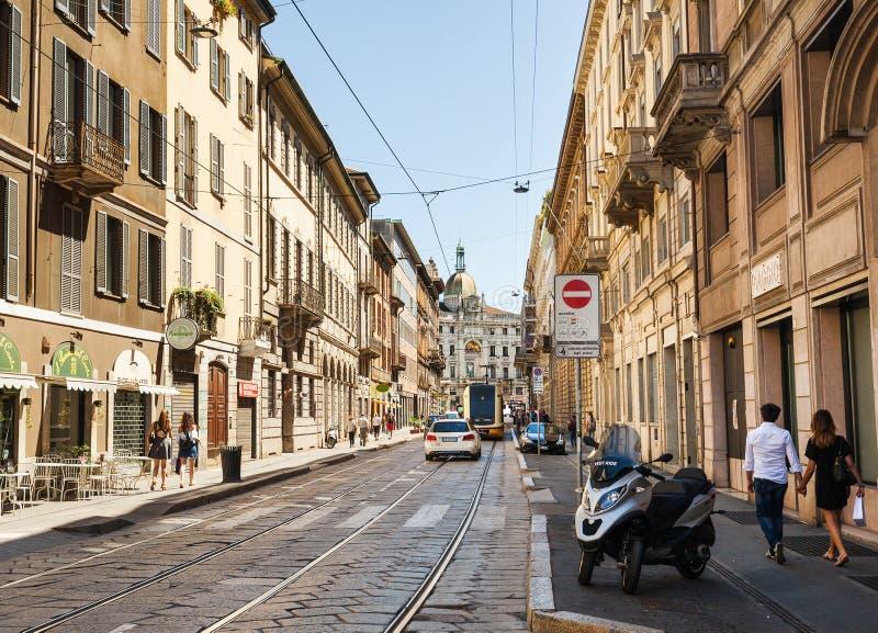 Rua de Milão, Itália imagens de stock