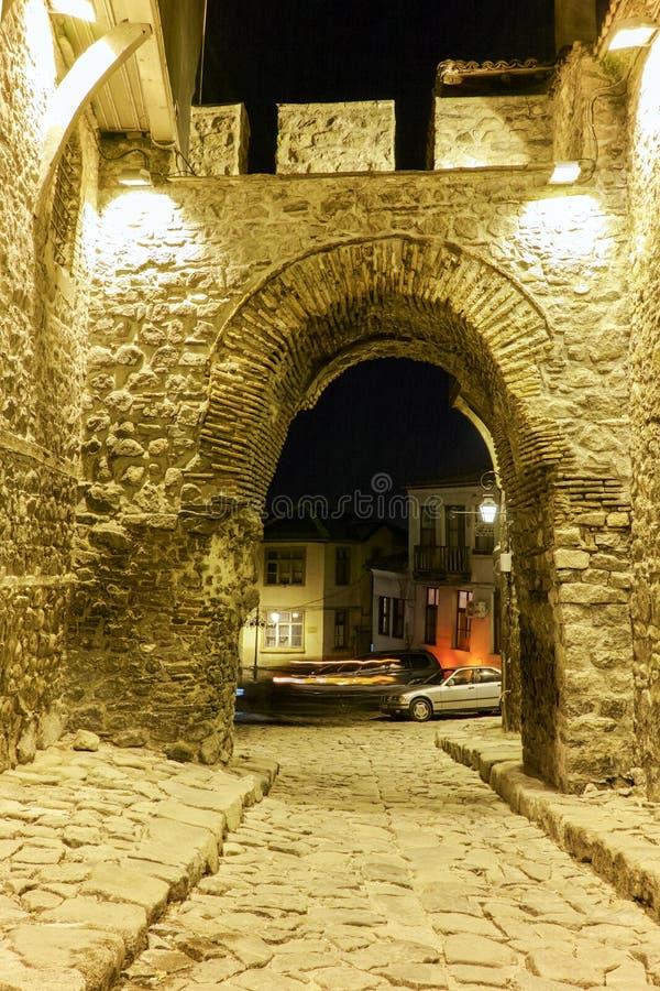 Download Rua De Pedrinha Sob A Entrada Antiga Da Fortaleza Da Cidade Velha Da Cidade De Plovdiv, Bulgária Imagem de Stock - Imagem de após, clássico: 65578633