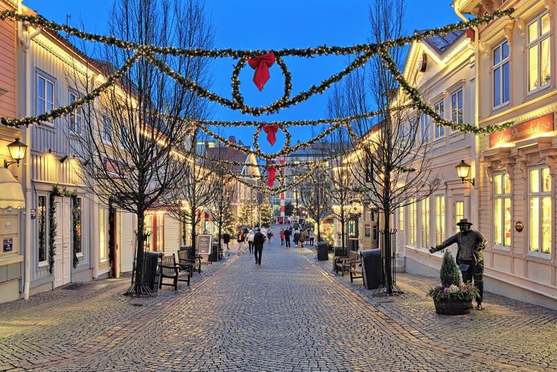 Rua de Storgatan no parque de Liseberg com decoração do Natal fotos de stock royalty free