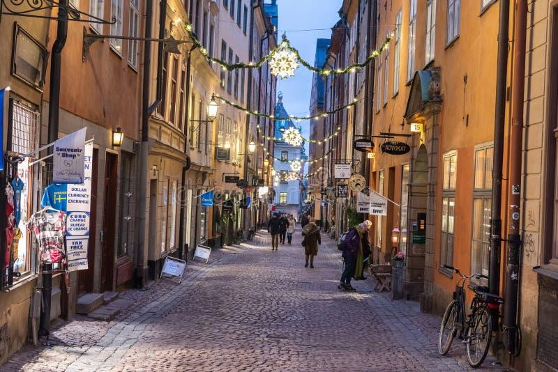 Rua de Vasterlanggatan no distrito histórico de Gamla Stan de Éstocolmo, Suécia imagens de stock