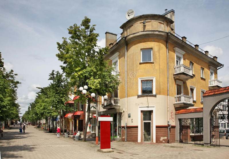 Rua de Vilniaus em Siauliai lithuania fotografia de stock royalty free