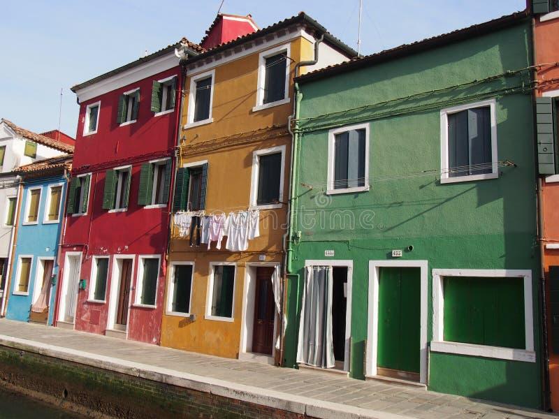 Rua dentro - Burano imagens de stock