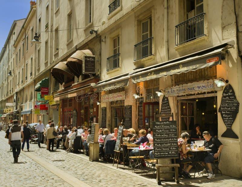 Rua do café, Lyon, France foto de stock