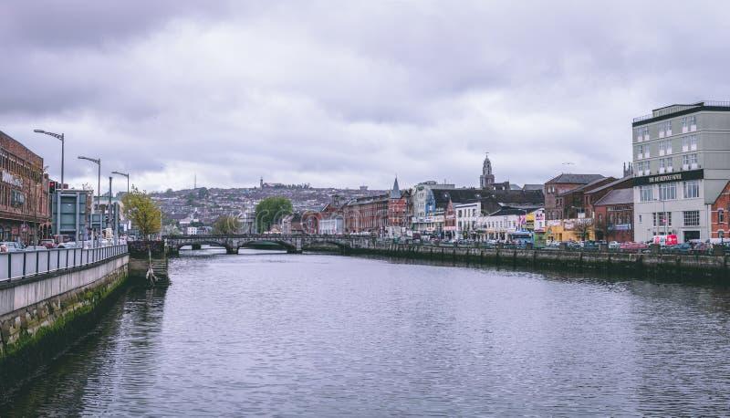 Rua do cais do ` s da ponte, e do St Patrick do ` s de St Patrick na cortiça, Irlanda fotografia de stock