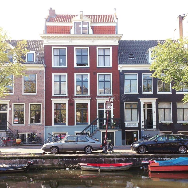 Rua do canal de Amsterdão fotografia de stock royalty free