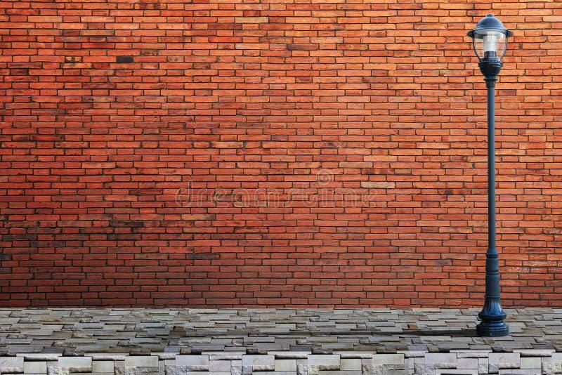 Rua do cargo da lâmpada na parede de tijolo imagem de stock royalty free