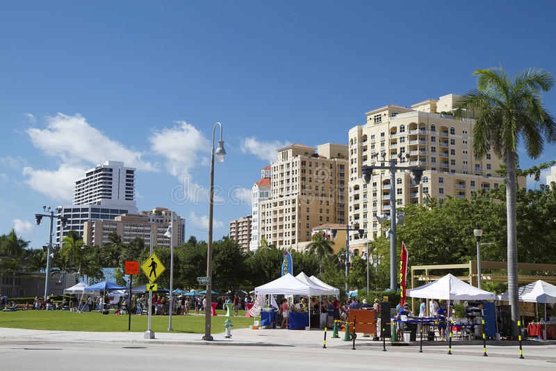 Rua do centro justa em West Palm Beach, Florida, EUA fotos de stock royalty free